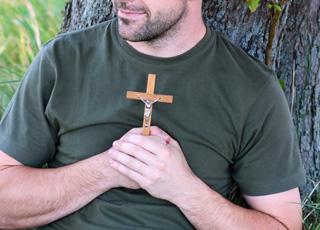 Pourquoi suis-je sauvé par la mort d'un homme, Jésus-Christ, il y a 2.000 ans ?