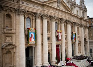 Comment les « bienheureux » et les « saints » sont-ils reconnus et proclamés ?