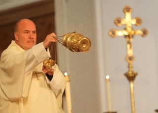 En quoi la liturgie nous entraîne-t-elle à la prière ?