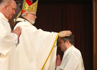 Qu�est-ce que la succession apostolique ?