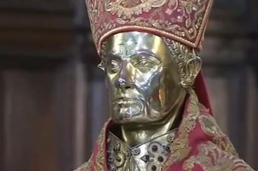 Le MIRACLE de Saint JANVIER en présence du Pape 21 mars 2015